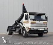 Foto camião com braços
